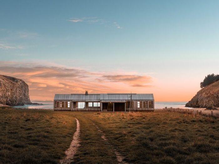 """Villa """"Srubby"""" perdue en territoire sauvage, Pigeon Bay, Nouvelle Zélande"""