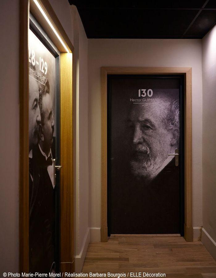 Des portraits sur les portes