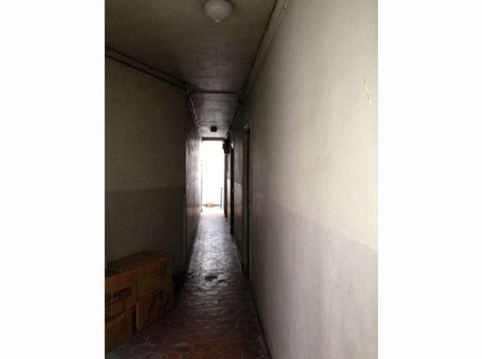 Avant : un couloir d'immeuble en tomettes