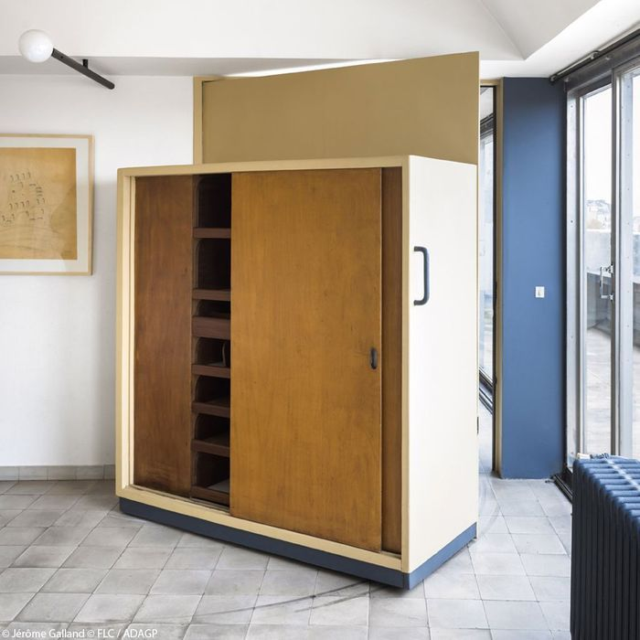 Une armoire dressing