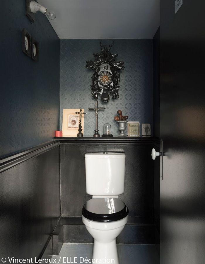 Les toilettes en noir