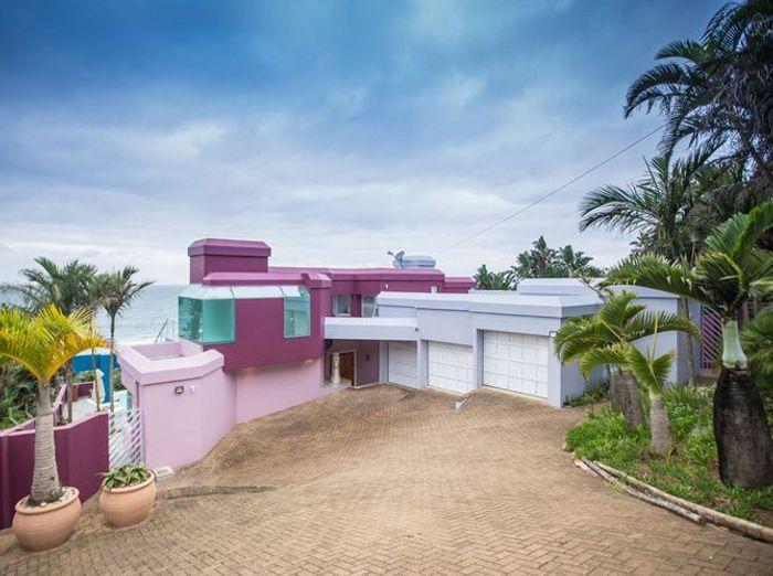 Villa rose au bord de la mer
