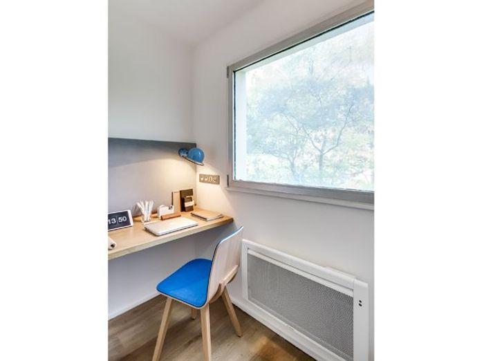 La transformation de deux studios en un grand appartement for Coin bureau petit espace