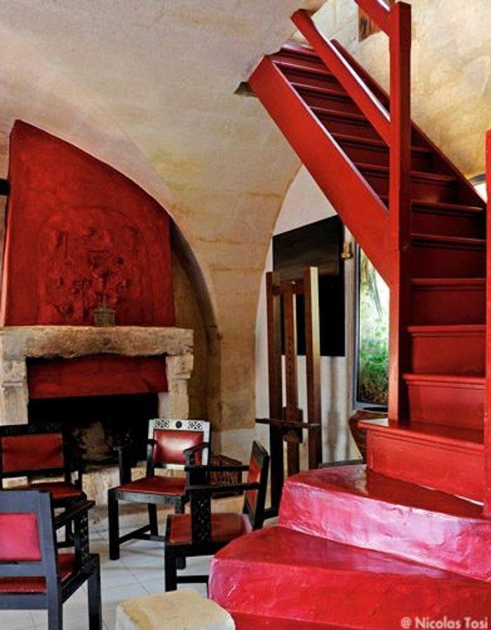 Vieilles pierres et couleurs vives elle d coration - Le rouge et le blanc ...