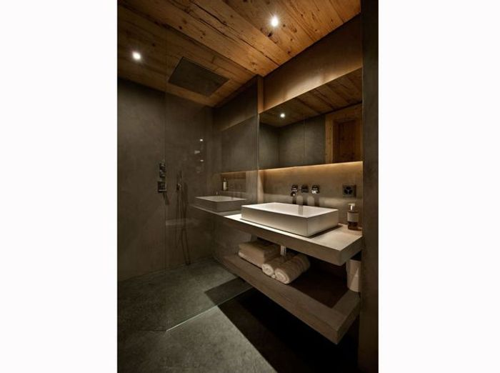 Une salle de bains de chalet minimaliste