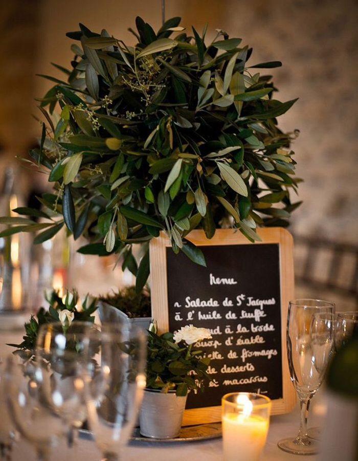 Des ardoises présentant le menu pour une déco de mariage pas chère