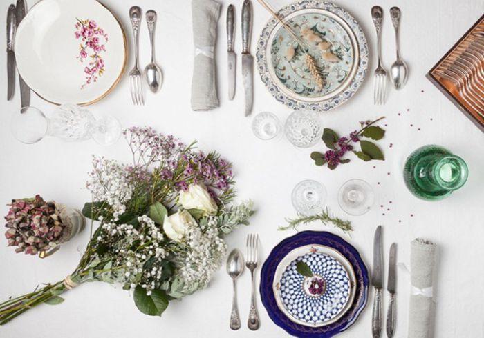 Vaisselle vintage pour une table de mariage