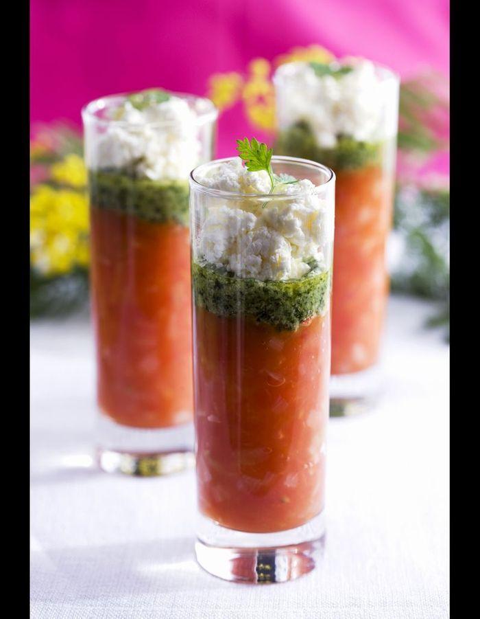verrine tomates basilic mozzarella 30 id es pour sublimer la tomate elle table. Black Bedroom Furniture Sets. Home Design Ideas
