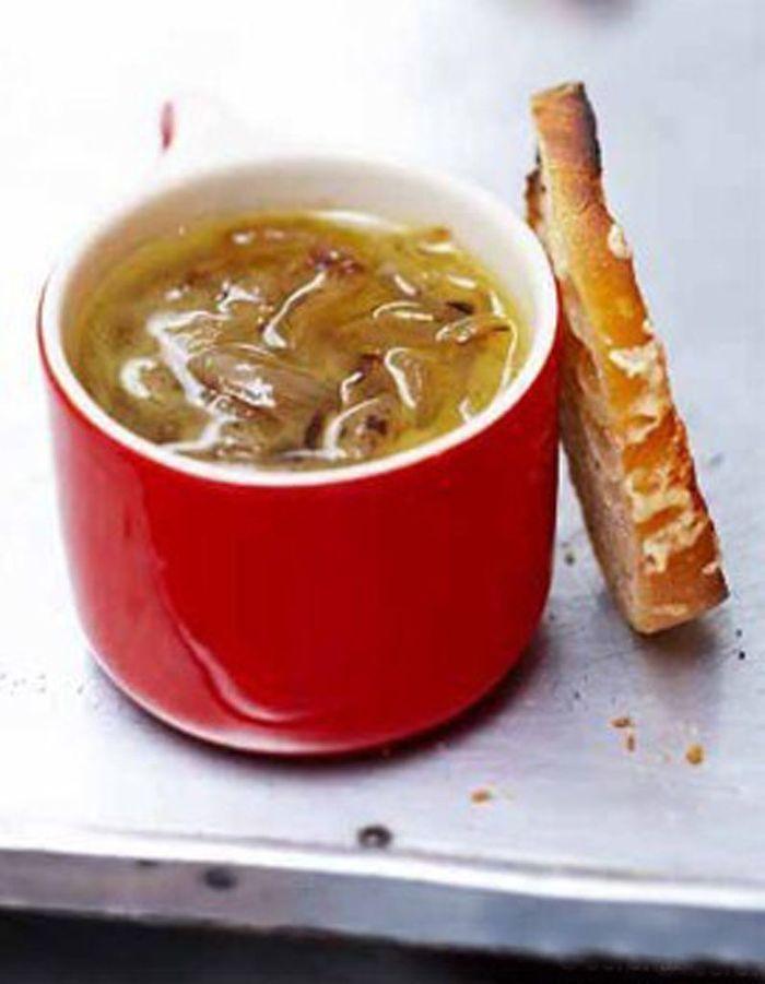 soupe l oignon gratin e 50 recettes pour se r chauffer elle table. Black Bedroom Furniture Sets. Home Design Ideas