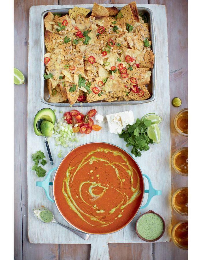 soupe mexicaine la tomate nachos piment s l gumes et feta jamie oliver 4 d ners en moins. Black Bedroom Furniture Sets. Home Design Ideas