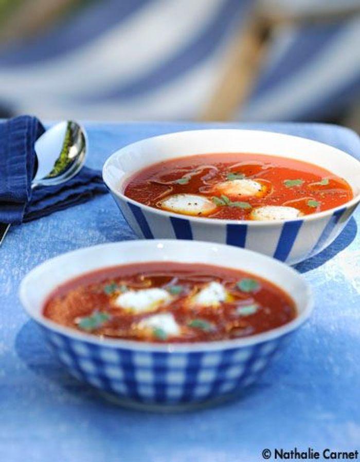 soupe froide tomate mozzarella les 10 recettes les plus cool de l 39 t elle table. Black Bedroom Furniture Sets. Home Design Ideas