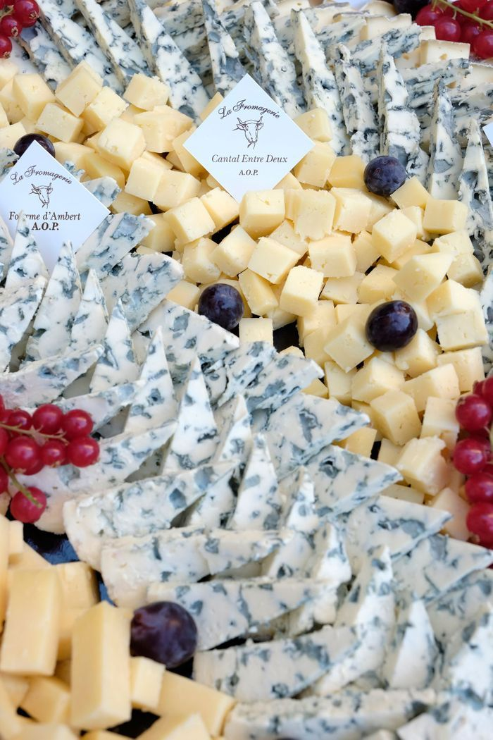 Au menu : un délicieux plateau de fromages signé A.O.P d'Auvergne…