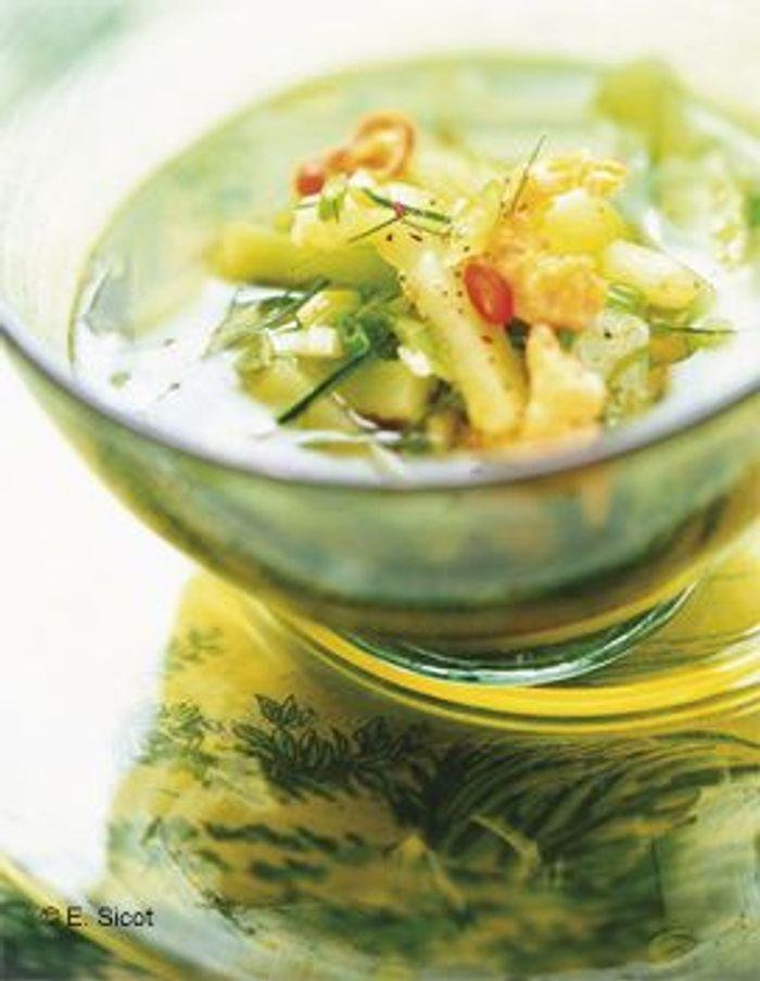 Bouillon thaï au concombre et aux crevettes séchées
