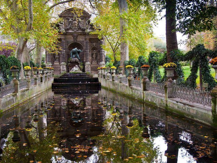 Face la fontaine m dicis au jardin du luxembourg for Au bout du jardin