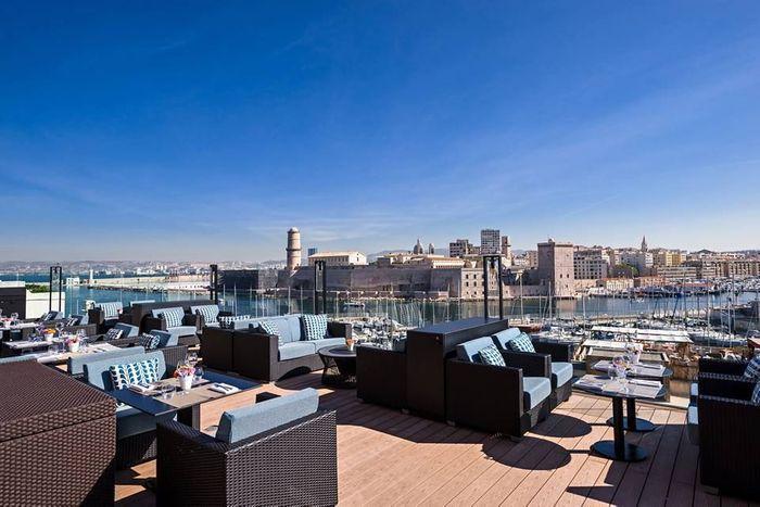 H tel sofitel marseille vieux port 10 adresses pour un afterwork en terrasse elle - Restaurant libanais marseille vieux port ...