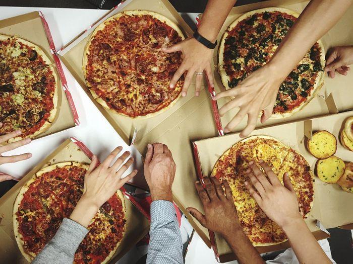 livraison de pizzas paris livraison de pizzas notre guide pour se r galer sans bouger de. Black Bedroom Furniture Sets. Home Design Ideas