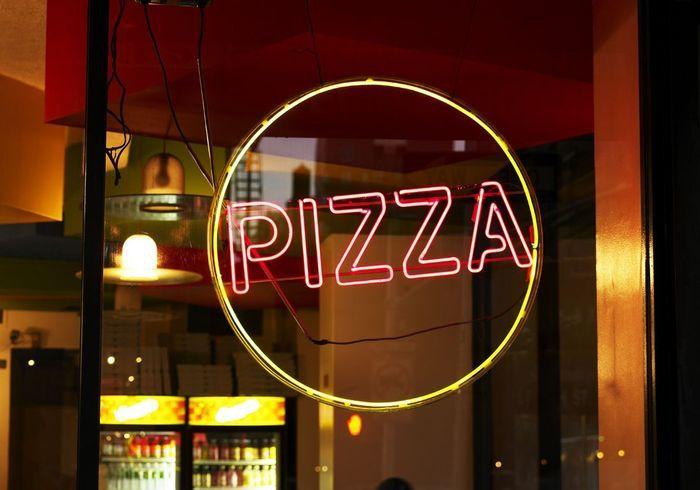 Une pizzeria de nuit paris tour de france des for Une nuit a paris
