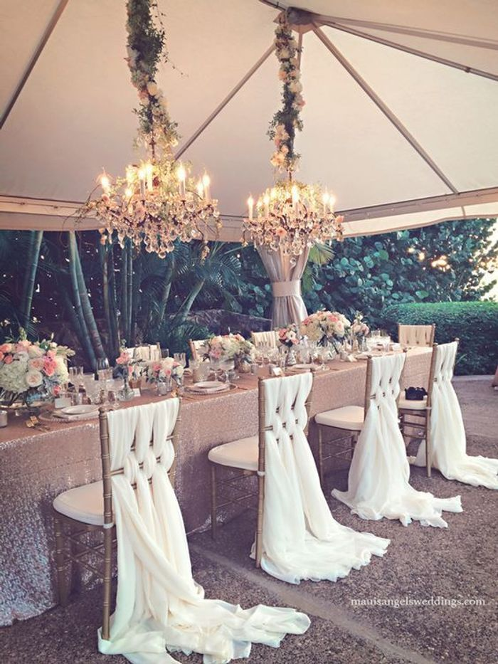 chaise de mariage blanche des chaises de mariage qui font r ver elle. Black Bedroom Furniture Sets. Home Design Ideas