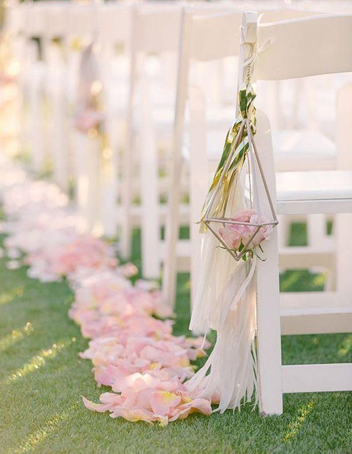 Des Pétales de roses pour un mariage ultra-romantique