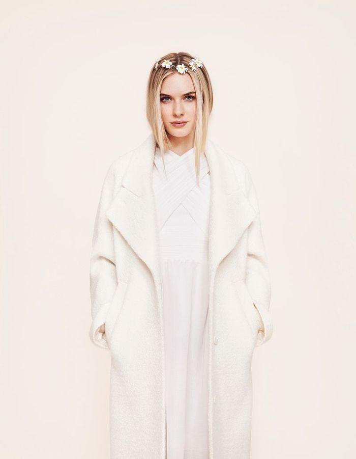 Robe de mari e et manteau blanc carven chez maria luisa mariage 100 robes de mari e pas comme - Manteau mariage hiver ...