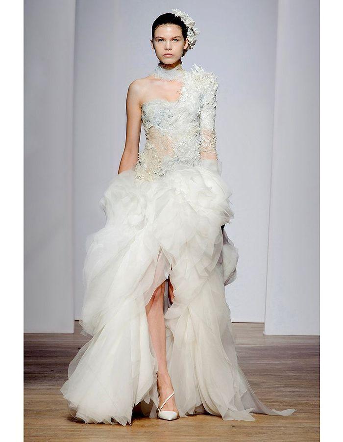 Yiqing yin haute couture nos 15 mari es pr f r es elle for Prix de robe de mariage en or georges chakra