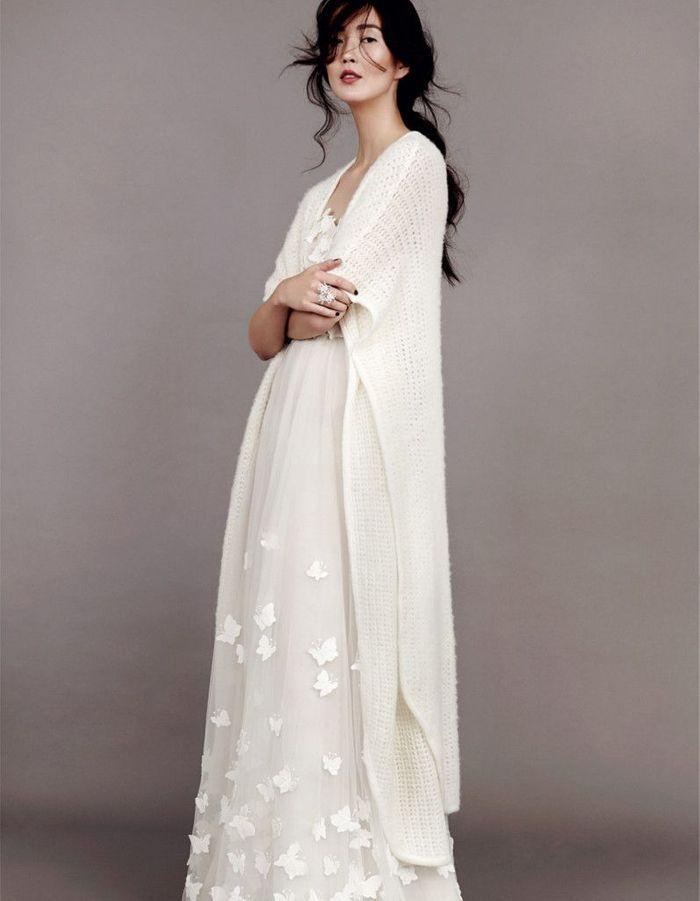 robe de mari e d 39 hiver avec cardigan 22 robes de mari e d hiver blouissantes elle. Black Bedroom Furniture Sets. Home Design Ideas