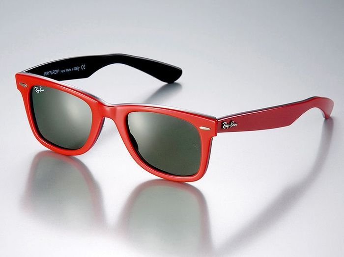Mode tendance guide shopping lunettes petit minois wayfarer rayban rouge