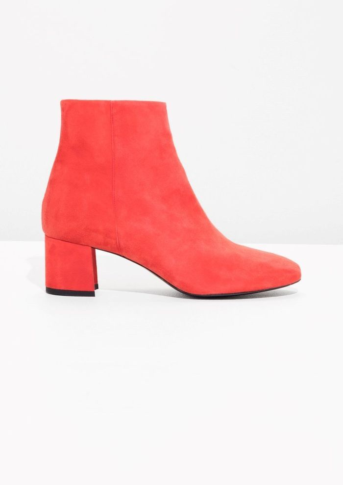 Bottes rouges en daim & Other Stories
