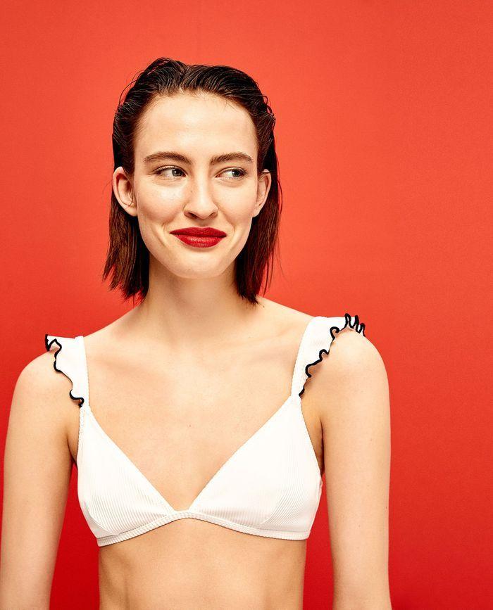 15 maillots de bain qui flattent les silhouettes en 8 elle. Black Bedroom Furniture Sets. Home Design Ideas