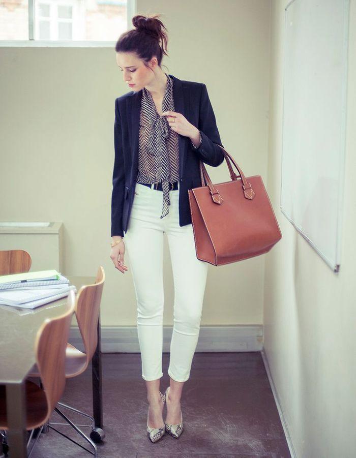 La pi ce en jean le pantalon blanc comment porter le - Que porter avec un pantalon beige femme ...