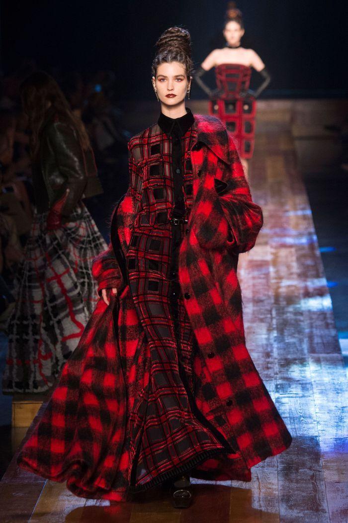 d fil jean paul gaultier haute couture automne hiver 2016 2017 paris elle. Black Bedroom Furniture Sets. Home Design Ideas