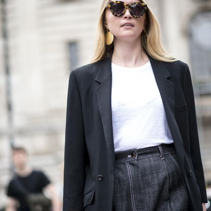 Street style : féminine en look boyish