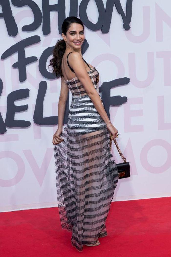 Jessica Kahawati en robe transparente