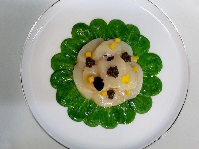 Carpaccio de saint jacques la vinaigrette d 39 agrumes feuille de m che mangue et caviar nos - Saint jacques aux agrumes ...