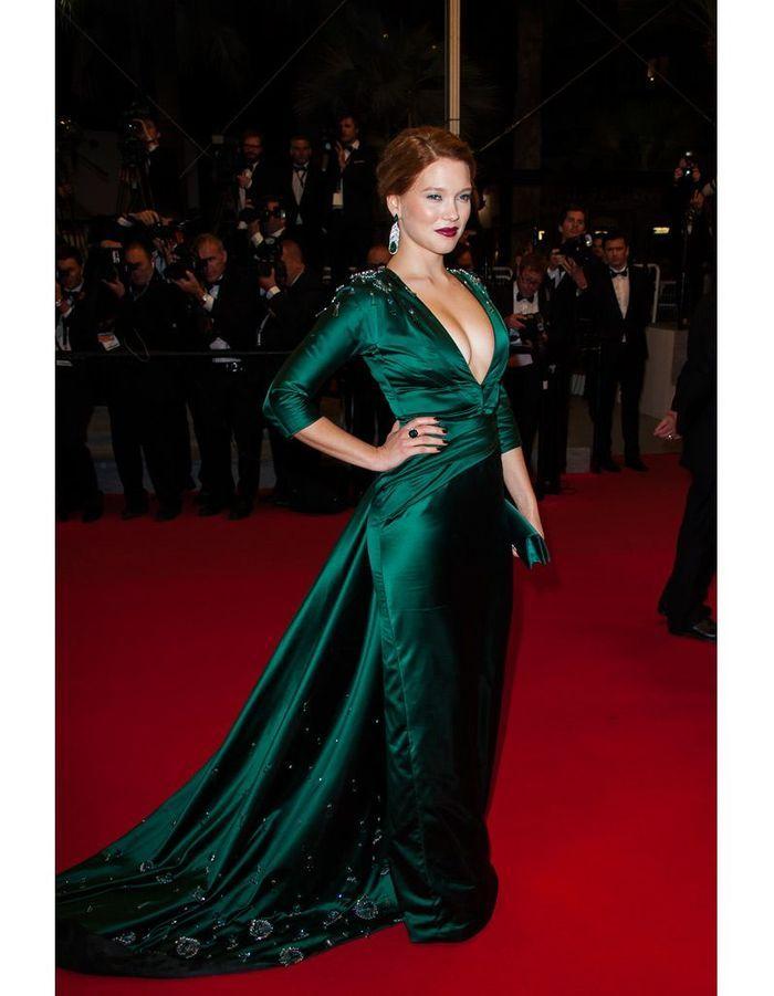 sa robe prada cannes l a seydoux son dressing d 39 ambassadrice de chic la fran aise elle. Black Bedroom Furniture Sets. Home Design Ideas