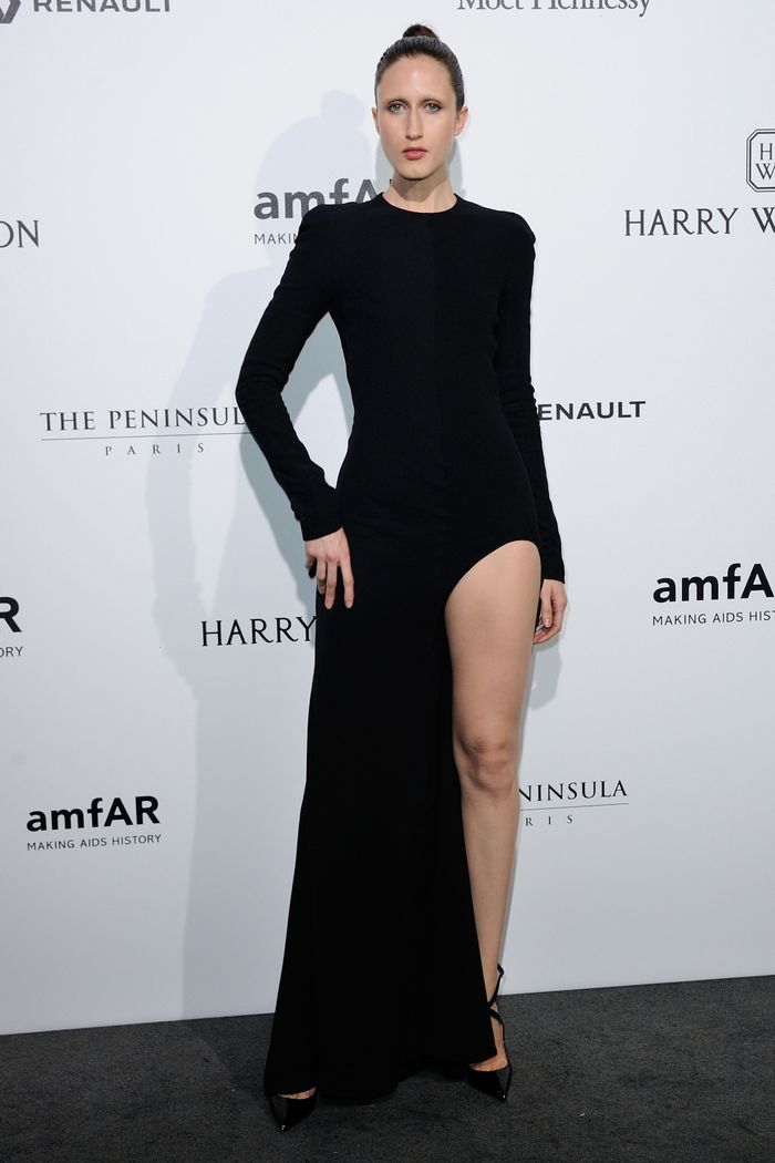 anna cleveland les plus grandes stars de la mode r unies sur le tapis rouge de l 39 amfar elle. Black Bedroom Furniture Sets. Home Design Ideas