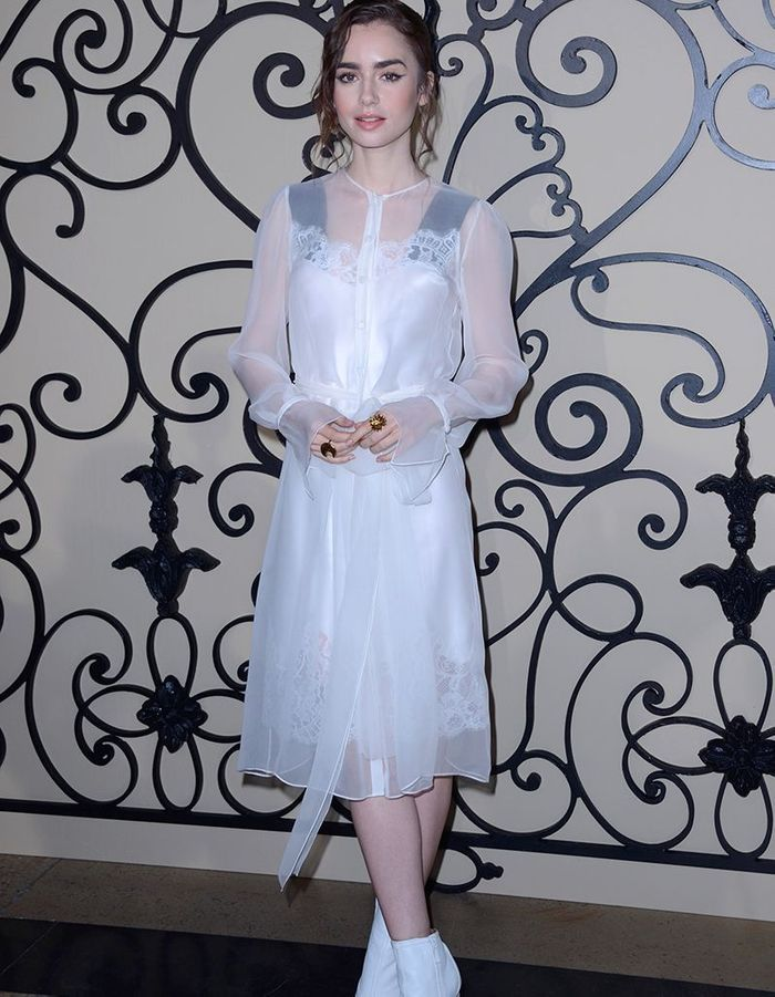 Lily Collins au défilé Givenchy