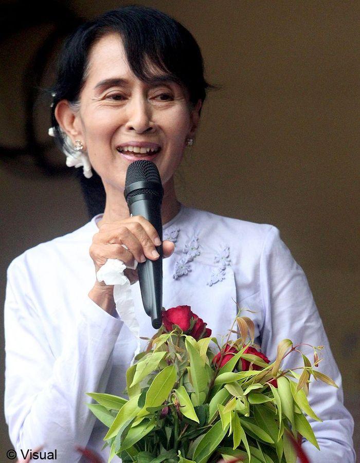 aung san suu kyi les femmes de la semaine val rie trierweiler nouvelle premi re dame elle. Black Bedroom Furniture Sets. Home Design Ideas