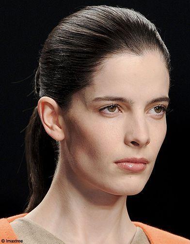 Beaute Coiffure Tendance Look Defiles Wakeley - Fashion Week Londres  Les Coiffures - Elle