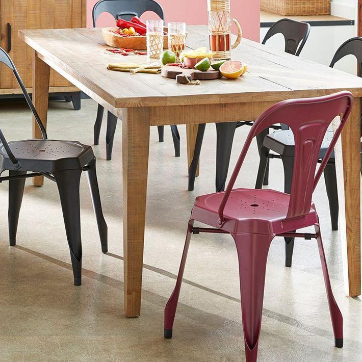 Une chaise en métal typiquement indus'