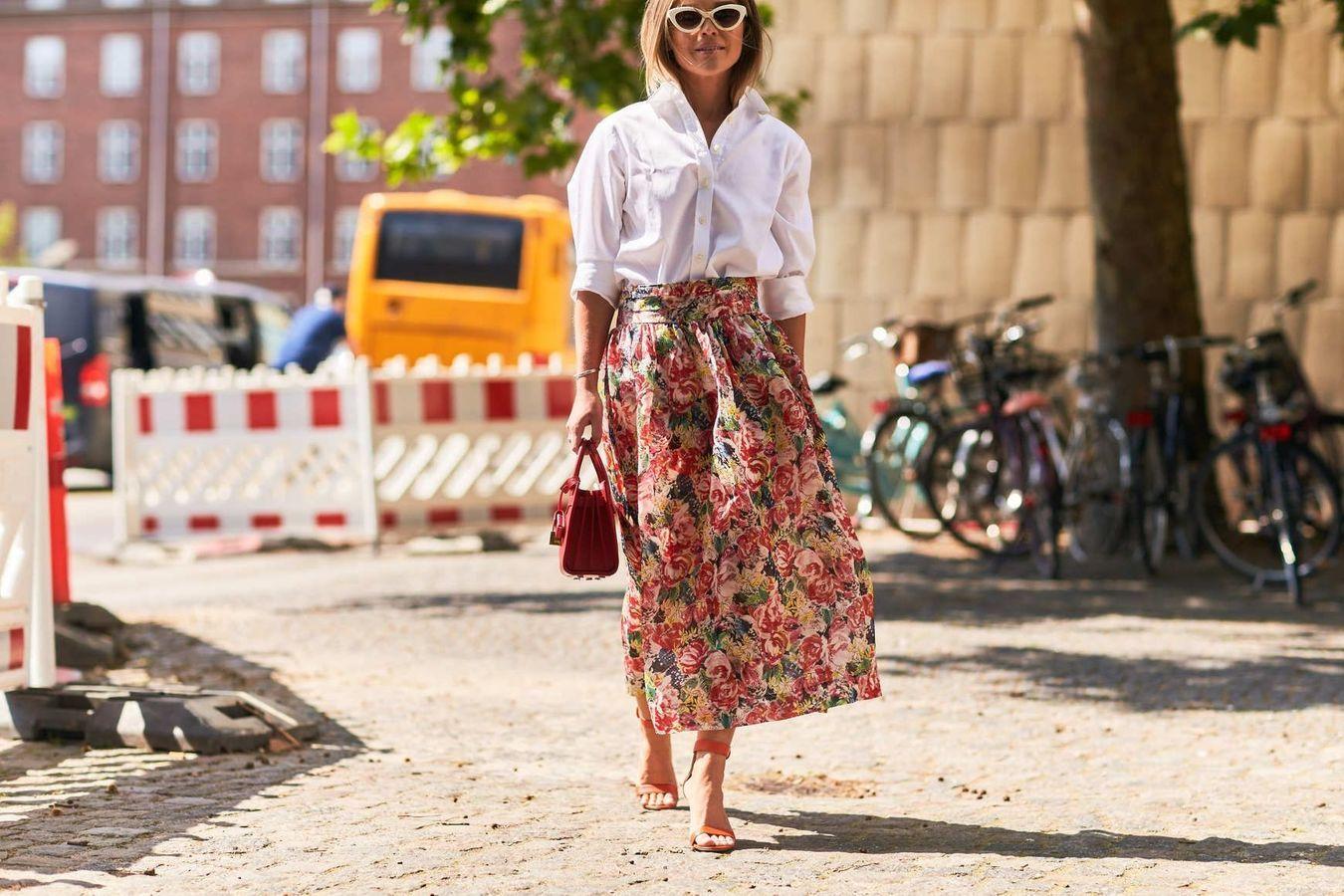 Une chemise blanche + une jupe fleurie