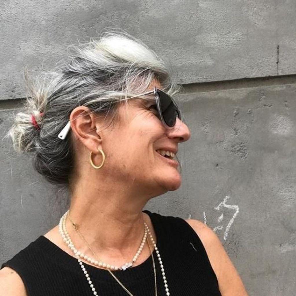 Cheveux gris livre