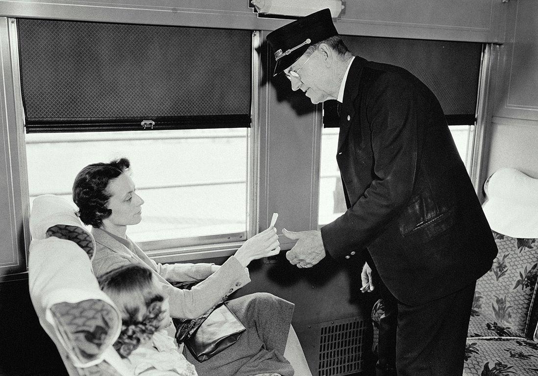 « Mon aventure avec le contrôleur du train de nuit » - Elle