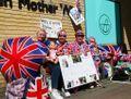Royal baby : les fans de la famille royale devant la maternité attendent Kate Middleton !