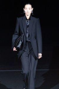 La Derniers Défilés Elle Mode De MarqueSes BalenciagaL'histoire 8nX0OkwP