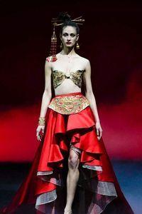 Défilé Guo Pei Haute Couture printemps-été 2019