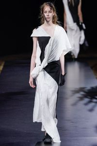 Défilé Yohji Yamamoto Prêt à porter Printemps-été 2021