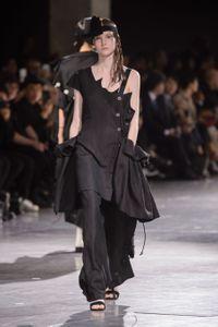 Défilé Yohji Yamamoto Prêt à porter Printemps-Été 2018