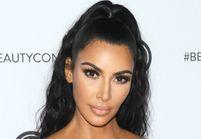 Kim Kardashian adopte la coupe de cheveux du moment