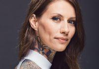 """Fanny Maurer, make-up artist Clarins : """"Je suis en phase avec les engagements éthiques de Clarins même si je suis tatouée de la tête aux pieds"""""""